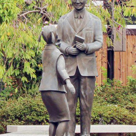 ヴォーリズと少女の像