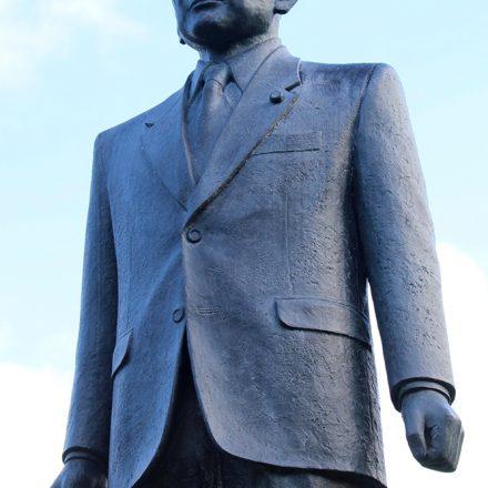 竹下登先生の像