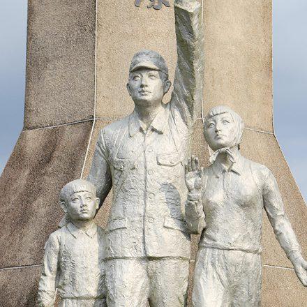引揚家族の像