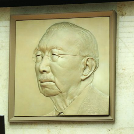 昭和天皇肖像レリーフ